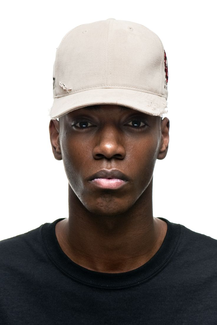 This 6-panel baseball cap entails an authentic soft, brushed cotton twill fundament with fitted vents at the crown, tonal stitching and distressed vintage detailing around the curved peak as well as scattered spots at its back face. The sides showcase fine-grained patch-like fancywork that raises the word 'FREEDOM' on one side and a red peace sign as background for a critical and inciting phrase on the other side: 'Life is art and art if life. This is why we have to create the art of living…