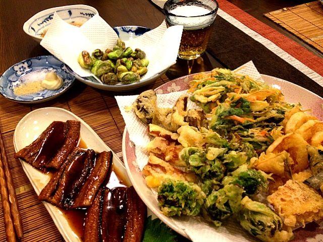 今日は、実家からフキノトウが届いたので、早速天ぷらに。ついでに、じゃがいも、かぼちゃ、椎茸、ちくわ、ネギ&人参です。 - 116件のもぐもぐ - 穴子の蒲焼き、天ぷら6種、そら豆の素揚げ by masako