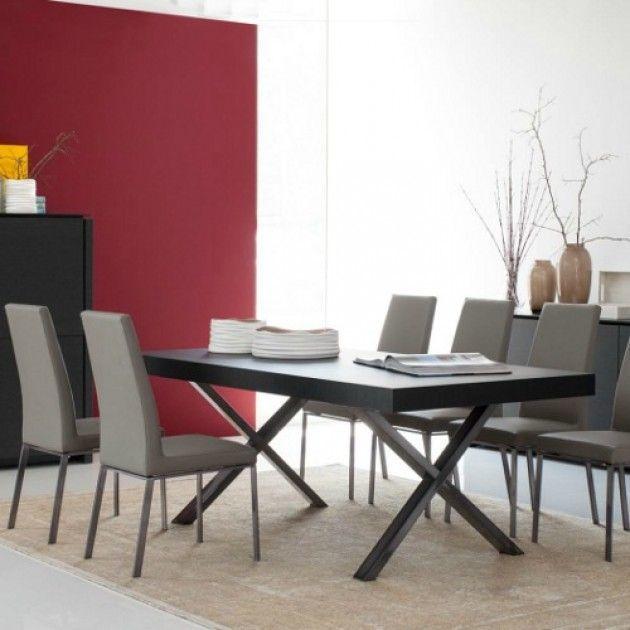 Sorprende a tus invitados con la sofisticada mesa Two de la firma Calligaris.