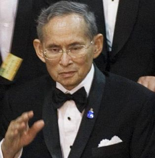 Thailand longest serving king Bhumibol Adulyadej dies at 88 Whatsapp / Call 2349034421467 or 2348063807769 For Lovablevibes Music Promotion The King of Thailand -- Bhumibol Adulyadej who is the world's longest reigning monarch is dead. He died in a Bangkok hospital at the age of 88todayThursdayOctober 13th according to the bureau of the royal household. King Bhumibol Adulyadej gave up the ghost today after his family highlightedon Sundaythat he had been placed on a ventilator after his…