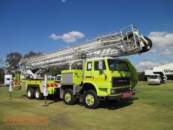 International T2670 twin-steer ladder truck