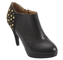 Black studded smart shoe - elegantly distinguish yourself