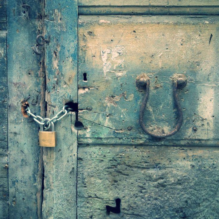 Detail Fermo Stripe Festival art and architecture | main door | door knocker |