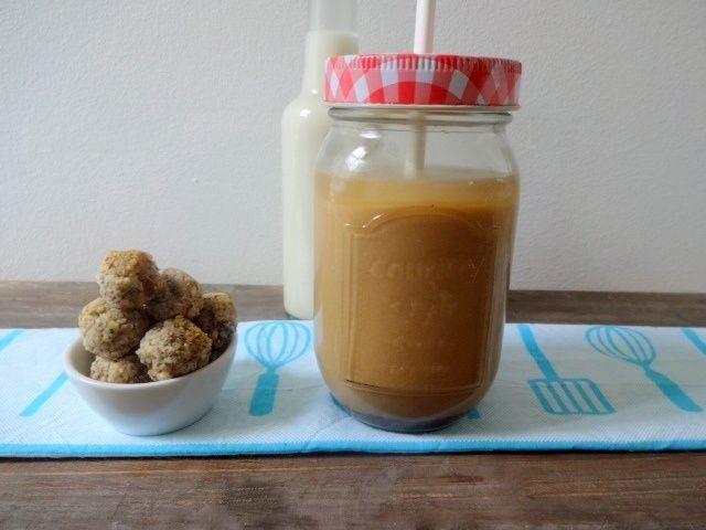 Vanille-Eiskaffee und Chia-Energiekugeln Titel
