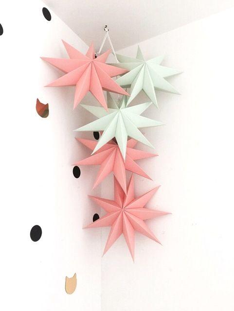 Decorative paper stars that can be used as a garland on holidays and weddings   Декоративные звезды из бумаги, которые можно использовать как гирлянду на праздниках и свадьбах