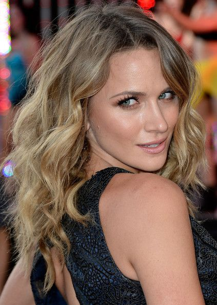 Shantel VanSanten's Long Beachy Waves