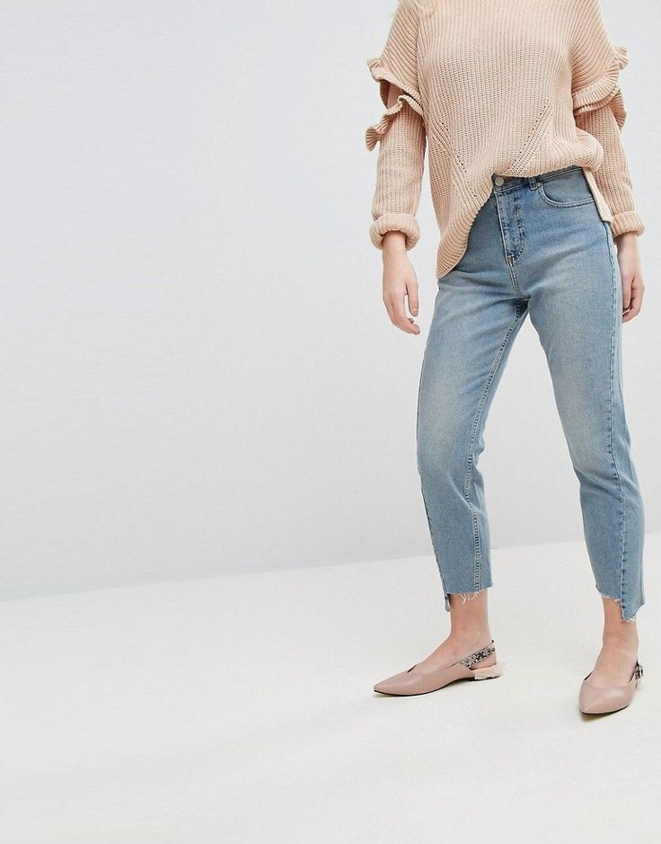 Get this Miss Selfridge's high waist jeans now! Click for more details. Worldwide shipping. Miss Selfridge Twist Seam Mom Jeans - Blue: Mom jeans by Miss Selfridge, Stretch denim, High-rise waist, Concealed fly, Functioning pockets, Slim tapered leg, Sits on the ankle, Relaxed fit. Miss Selfridge takes you from day to date night with its off-duty looks and full-on glamour. Solve what-to-wear dilemmas with its dresses and accessories that combine inherent femininity and an impressive…