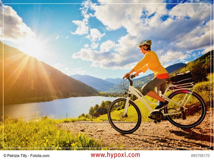 Treten Sie doch mal in die Pedale!  Es gibt einige gute Gründe, mal mit dem Fahrrad zu fahren: Es ist gesund: Radfahren trainiert die Muskeln, steigert die Kondition und stärkt das Herz. Es senkt den Blutdruck und der Körper schüttet Endorphine aus… Radeln macht also glücklich! Bei der HYPOXI-Methode kombinieren Sie die Vorteile des moderaten Radfahrens mit Unter-/Überdruck zum gezielten Fettabbau.  #hypoxi #radfahren #fettabbau #bauch #beine #po #spass #schlank