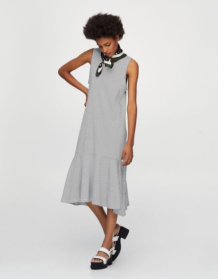 Mouwloze jurk met volant zoom - Jurken - Kleding - Dames - PULL&BEAR Netherlands