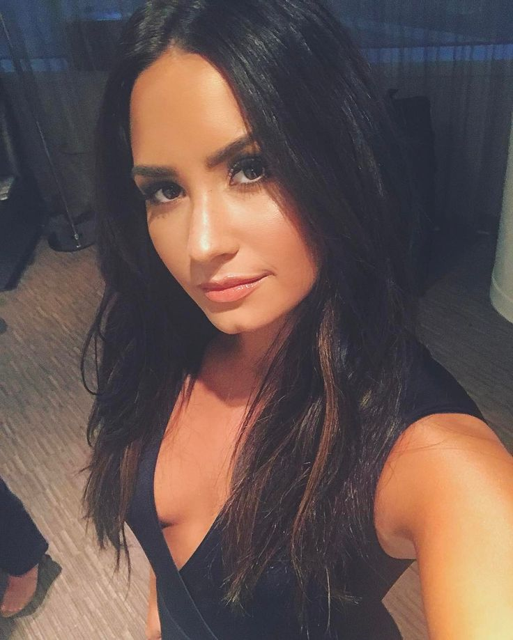 "1.2m Likes, 8,617 Comments - Demi Lovato (@ddlovato) on Instagram: ""I'm makin' moves..."""