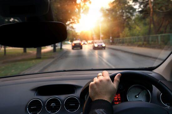 """Symulator jazdy samochodem przydatny także w Anglii  Symulator jazdy samochodem to program, który z miesiąca na miesiąc zdobywa coraz większą popularność. Jego potencjał jest ogromny, a możliwości, jakie daje to interaktywne narzędzie są skrupulatnie wykorzystywane nie tylko przez kandydatów, ale również przez kierowców, którzy co prawda otrzymali już """"prawko"""", ale pragną podnieść swój stopień …"""