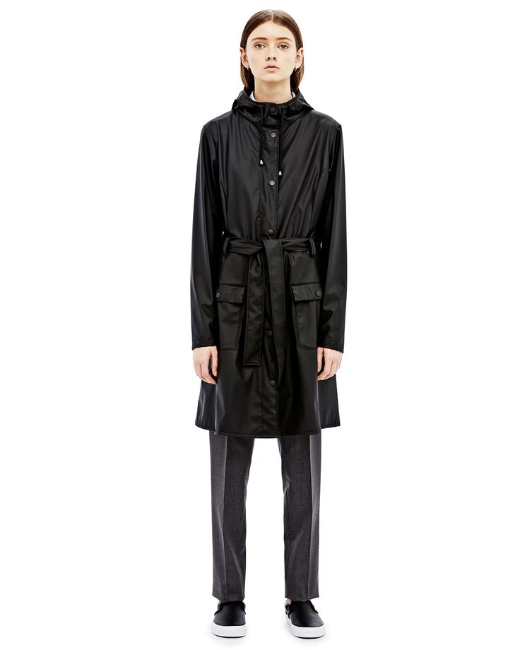 Rains Curve Jacket in Black: The Curve Jacket from Rains is a modern interpretation of a classic trench coat. The Curve Jacket is made from their signature, light-weighted fabric and combines both fashion and function.