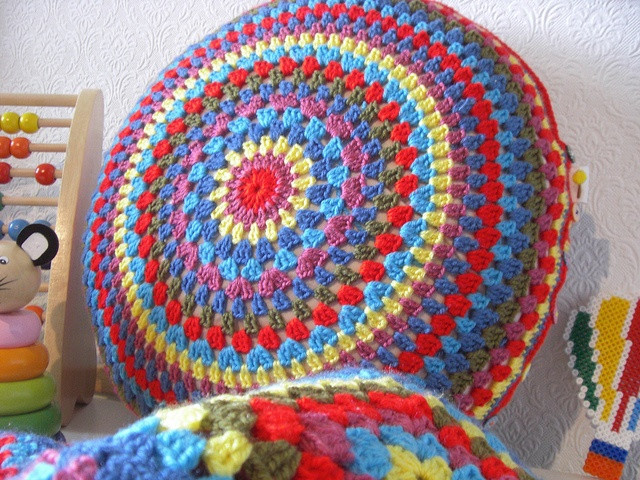Round crochet pillow