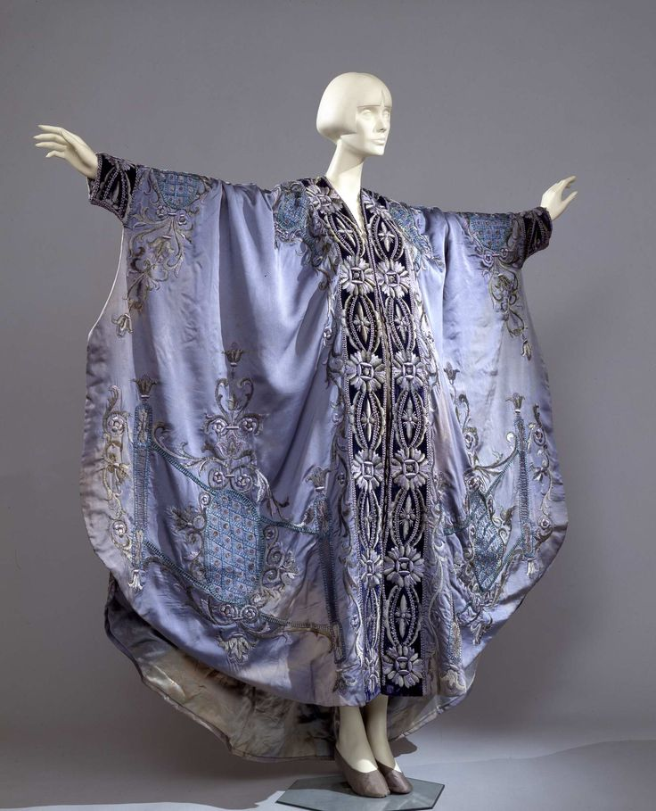 1900-1920 - Dressing gown - Silk, velvet, silk and chenille embroidery
