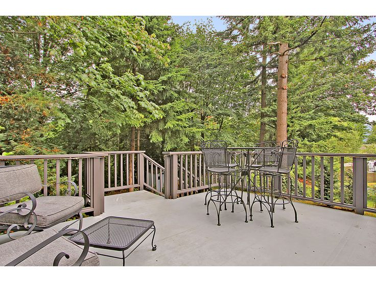 Nice deck for split level home decks and outdoor spaces for Split level garden decking