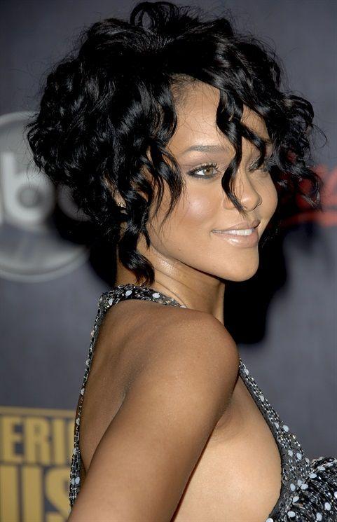 Taglio capelli corti e ricci - Rihanna
