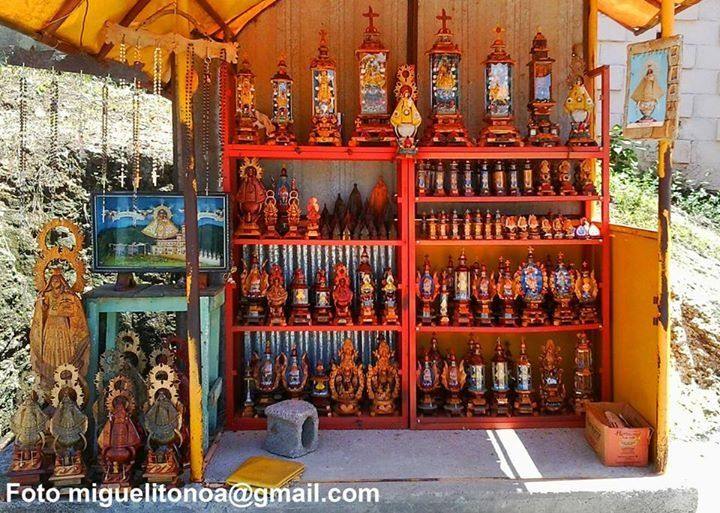 A local street stand outside the church in El Cobre. Photo Miguel Noa