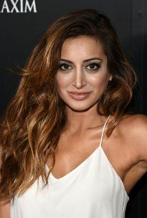 "Noureen DeWulf Born: February 28, 1984 in New York City, New York, USA 5'3"" (1.6m)"