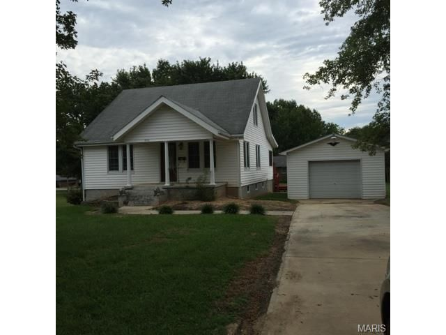 This is a Neat home that you must see to appreciate, it is extremely well taken care of that was remodeled in 2011. The kitchen appliances are included with the home and it features Hickory cabinets, Granite counter top, the table that is in the Breakfast room is included with the sale of the home. The Refrigerator, Range, Dishwasher are all in like new condition. Both baths have Granite counter tops and the Main Bedrooms have double closets with Mirrored doors in Salem MO