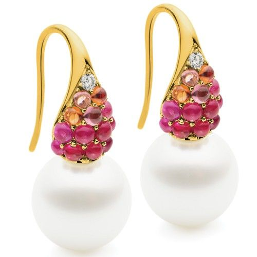 Designed to resemble the beauty of the sun slipping beyond the far horizon and characterised by their richly coloured gemstones, the Aurora Glow Earrings feature a brilliant white diamond at the apex and a stunning Australian South Sea pearl fixed to the base. View our collection of Australian South Sea pearls at www.rutherford.com.au