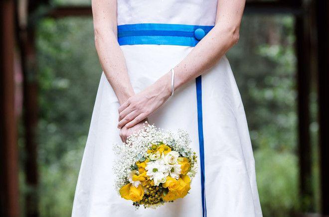 Brautkleid mit Farbe (Foto: Dreismann Fotografie)