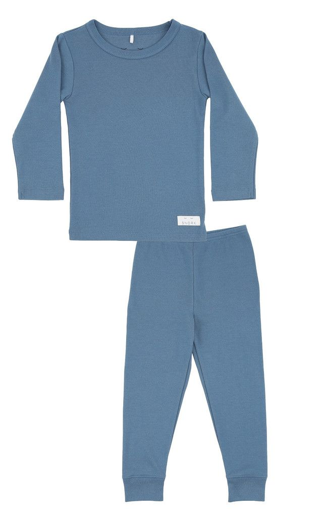 Spoil your little one with this cosy and super soft pyjamas in 100% organic cotton in a beautiful dusty blue. All SNORK nightwear is made with pure, organic cotton which assures you of a natural product without harmful chemicals. Our clothes are also perfect as relaxing homewear when the weekend invites you to slow things down and take it easy. Material: 100% organic cotton