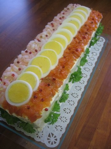 Lohikakku - Salmon cake  OMG! This is simply divine! It's very creative and great decorated bread!!