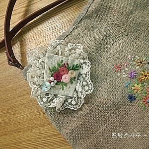 #Embroidery#stitch#needle work #프랑스자수#일산프랑스자수#자수#자수타그램#자수소품#햄프크로스 백#브로치 #브로치로 멋내기~~