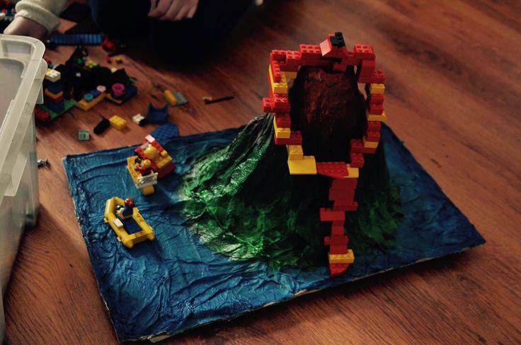 Zabawa klockami Lego to przyjemność. Ale.. zabawa nimi na makietach....nie można się nie wkręcić.