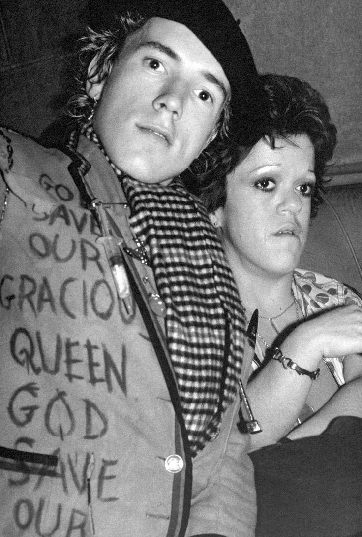 Johnny Rotten and Helen Wellington-Lloyd photographed by Bob Gruen, 1976