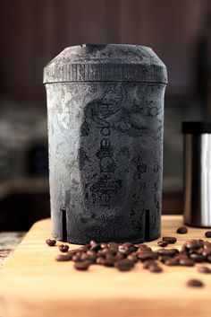 Don't settle for watered down iced coffee or wait all day for a cold brew recipe. Turn hot coffee into perfect iced coffee in as quickly as one minute! How it works: The HyperChiller's patent pending