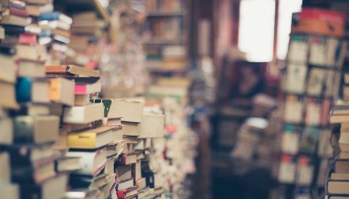 Selling second hand books is a great way to free up some space and make a few quid in the process. Some people are even making a regular income from it.