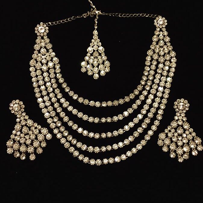 The Lisa set new in stock!! Available for purchase now!!  Available in gold or silver.  www.SitarebyAasha.com sales@sitarebyaasha.com #Jewelry #Jewellery #Indianwedding #Sikhwedding #Bridaljewelry #BridalJewellery #AsianBride #SitarebyAasha #PakistaniBride #Shaadi #Wedding #Bollywood #Bride #Bridal #WomensFashion #dubai #IndianBride #Indian #IndianFashion #Couture #Asianwedding #Accessories #Instadaily #Allthingsbridal #Instafashion #Instaglam #picoftheday #Asian #I