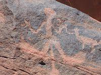 """Parque Nacional Talampaya-Pinturas Rupestres(La Rioja): los enigmáticos petroglifos, cuyas figuras algunos investigadores consideran que representan """"antiguos astronautas"""", sumándoles una conexión extraterrestre."""