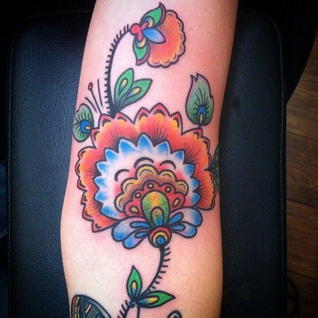Floral tattoo by @shaun_newman_ast #allsaintsatx #allsaintstattoo #floraltattoo #flowertattoo #atx (at All Saints Tattoo)