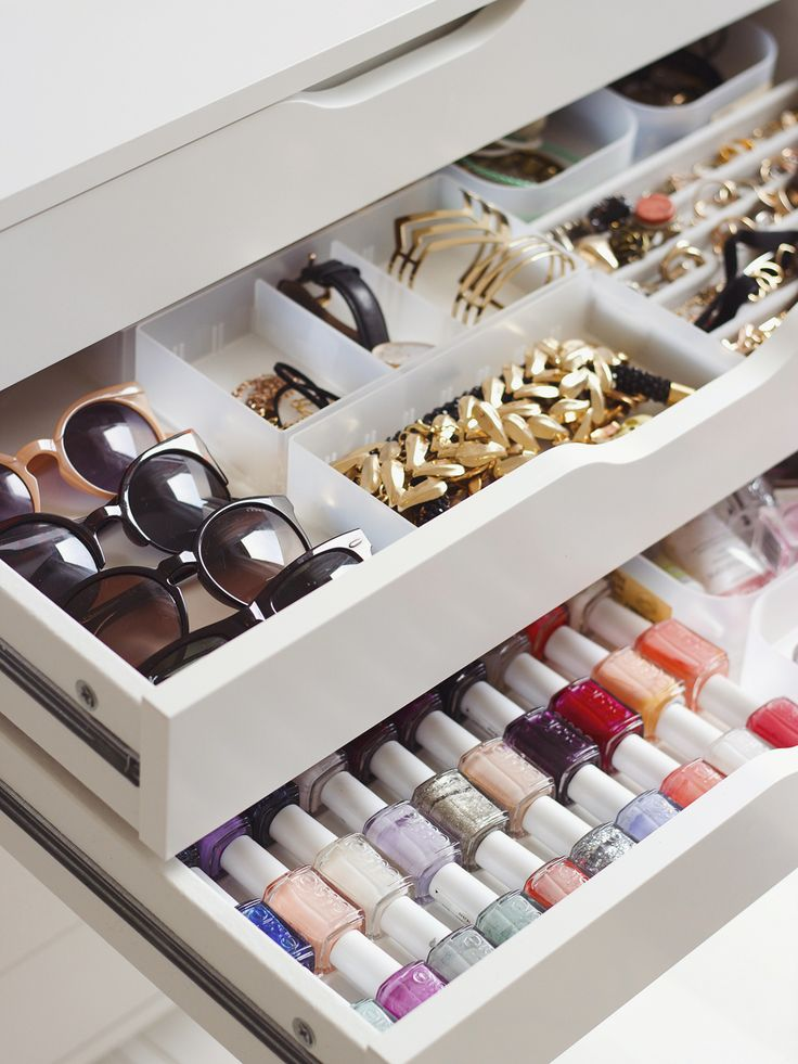 Lay items out in drawers to keep makeup and accessories organised and easy to see exactly what you have