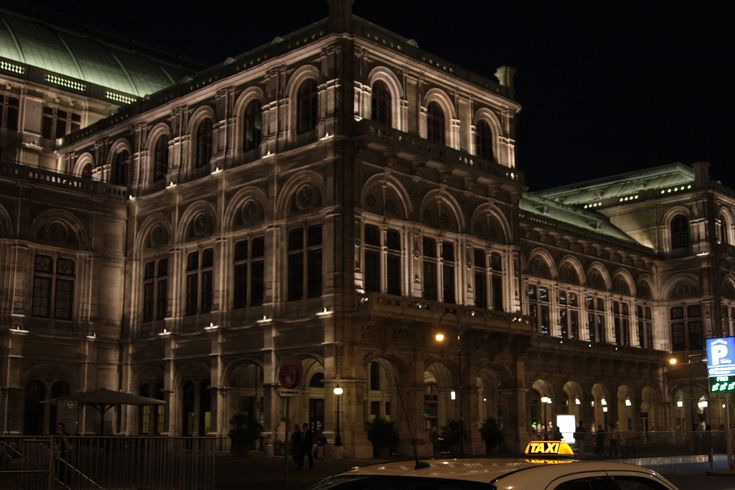 What to visit in Vienna? The Opera - Staatsoper!