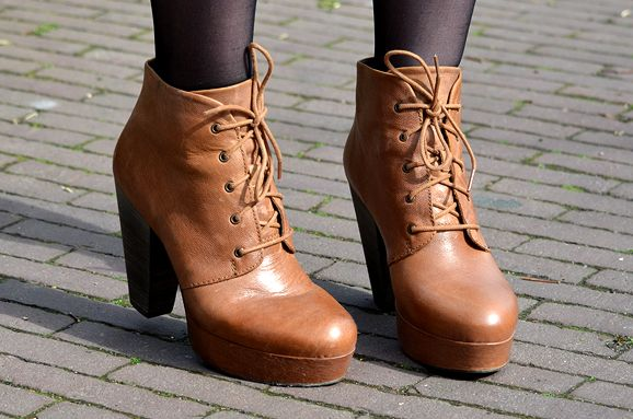 New in: Steve Madden cognac ankle boots