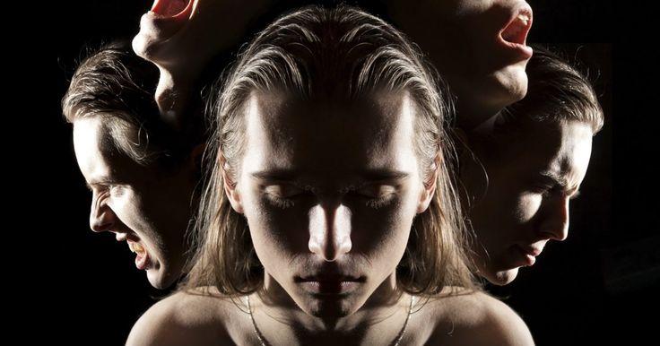 Cómo se comportan las personas ezquizofrénicas. Las personas con esquizofrenia tienen variados comportamientos. Los síntomas y signos de la esquizofrenia a menudo se expresan a través del comportamiento de una persona y pueden variar de un extremo al otro. Un esquizofrénico puede reaccionar y comportarse en base a ideas delirantes o alucinaciones (que a menudo se producen en torno a un tema, ...