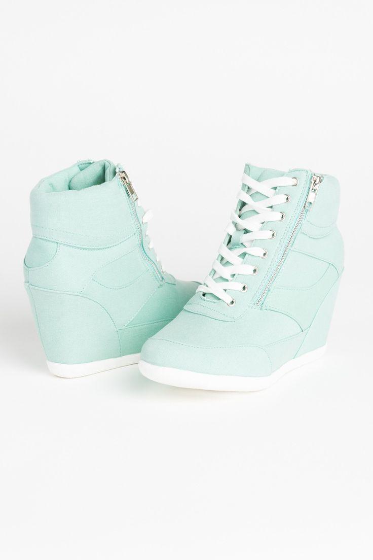 OMG....❤ ich brauche diese Schuhe unbedingt. Der Preis steht auch da : 39,50 € aber wie kann ich sie dort kaufen??? Hilfe??!!! OMG....❤ I need these Shoes . The Price : 39,50 € but how can i buy them ??? Help??!!! ADIDAS Women's Shoes - amzn.to/2ifvgZE
