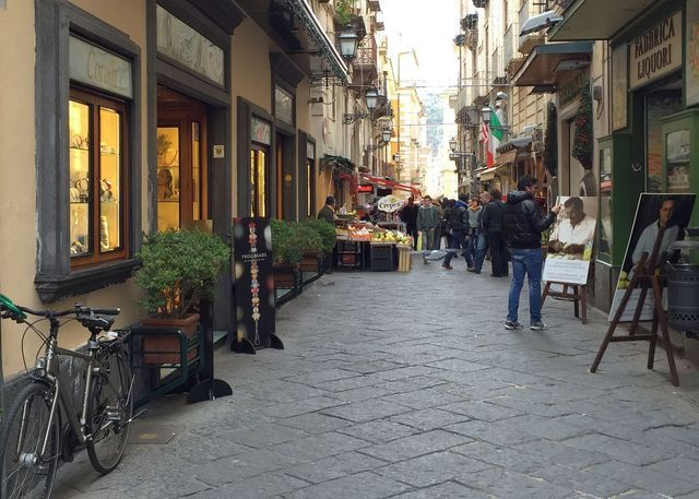 What to See and Do in Sorrento on the Amalfi Peninsula: Street in Sorrento at Christmas