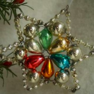 vintage ornament - seems like we had one like this when I was a child.  So pretty and brings back such wonderful memories...