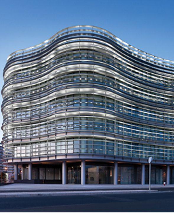 BLOOM | LISBOA O Edifício está situado numa das principais artérias de Lisboa, na José Malhoa, apenas a 15 minutos do Aeroporto Internacional de Lisboa. Áreas disponíveis de: 460m2.  Mais infos @ http://www.worx.pt/pt/imoveis/edificio-bloom-av-jose-malhoa-campolide