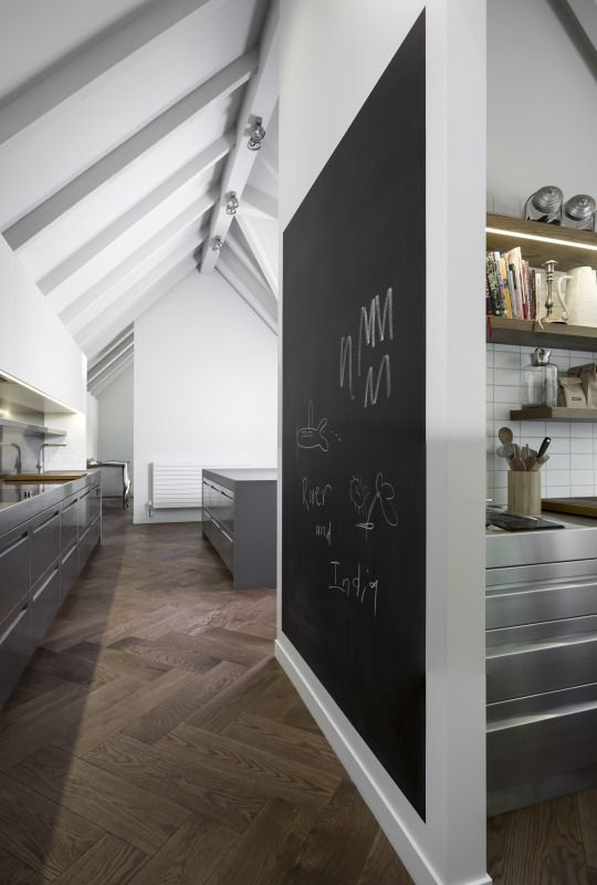 Blackboard wall and raked ceiling. Ohiti, Stainless Steel Kitchen by quattro: :uno » Archipro