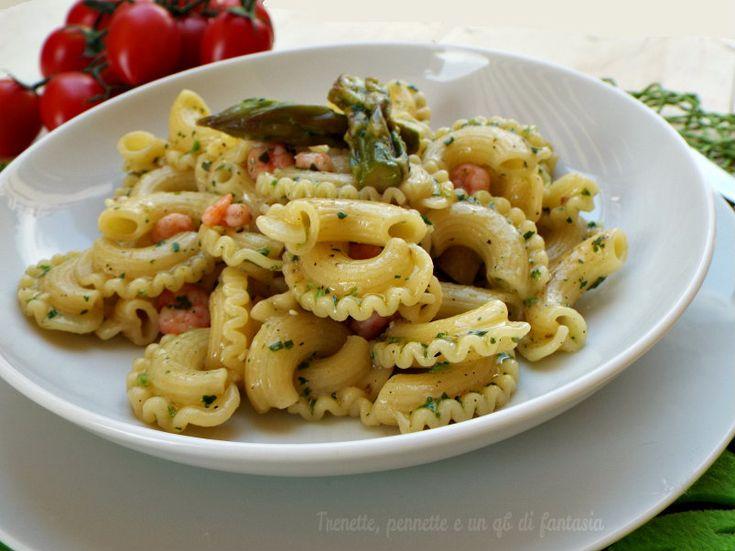 Creste+di+gallo+con+gamberi,+asparagi+e+pesto+di+ramoracce