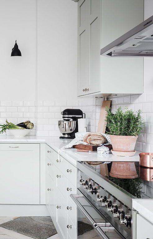 Stylish and spacious living area - via Coco Lapine Design blog