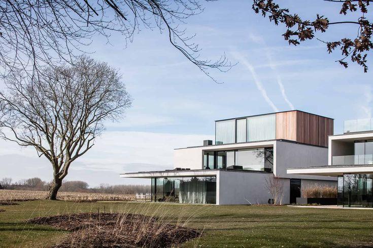Zuivere, natuurlijke lijnen en riante glaswanden regeren deze woning.