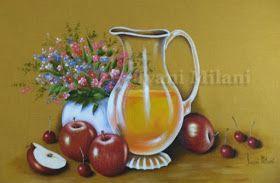 Jarra com suco de laranja , maçãs vermelhas e vasinho branco   num tecido de cor mostarda .     Minha pintura country . Tenho m...