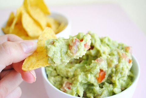 nachos salsa guacamole