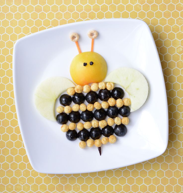 This will have the littles buzzing: Bumblebee Spring Snack | Food art for kids